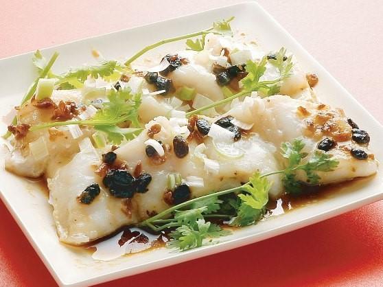 魚片蒸豆腐 白身魚と豆腐の蒸し物 (トーチ風味) ¥499(税込524)