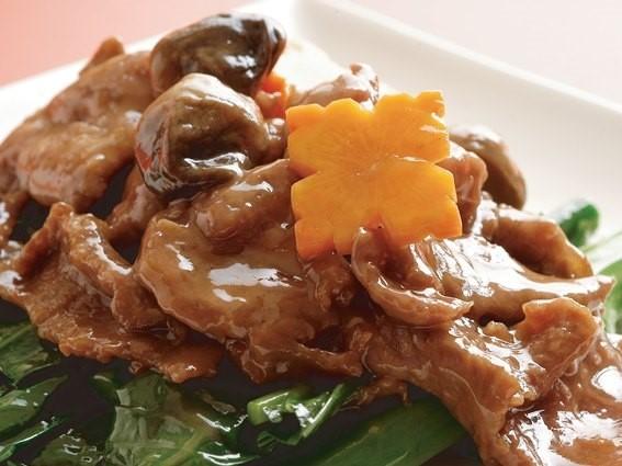 菜遠牛肉 牛肉と野菜の炒め ¥499(税込524)