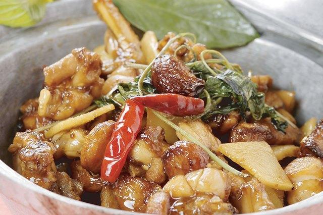 三杯田鶏 国産カエルの台湾屋台 炒め ¥1,500(税込¥1,575)