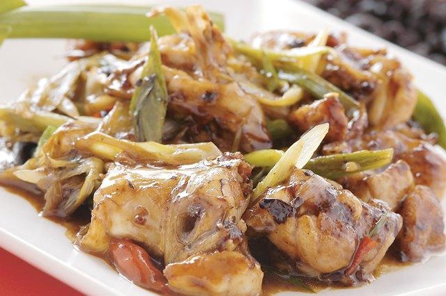 豆鼓田鶏 国産カエルの黒豆炒め ¥1,500(税込¥1,575)