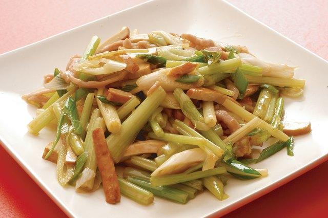 芹菜豆干 台湾産セロリと押し豆腐の炒め ¥799(税込¥839)