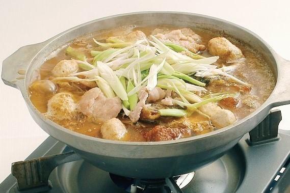 台式砂鍋魚頭 台湾港風鯛の頭鍋 1 人前¥1,499(税込¥1,574)