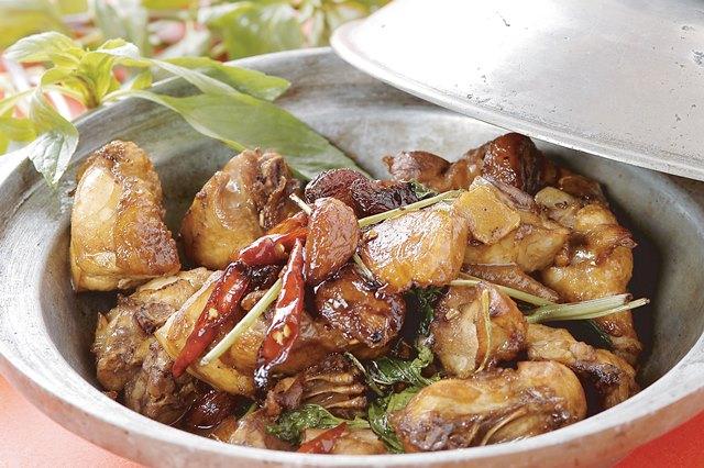 三杯鶏 鶏の台湾屋台炒め ¥999(税込1,045)