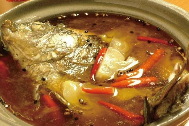 水煮酸菜魚 台湾の高菜漬けと魚の辛シビ鍋 ¥1,500(税込1,575)