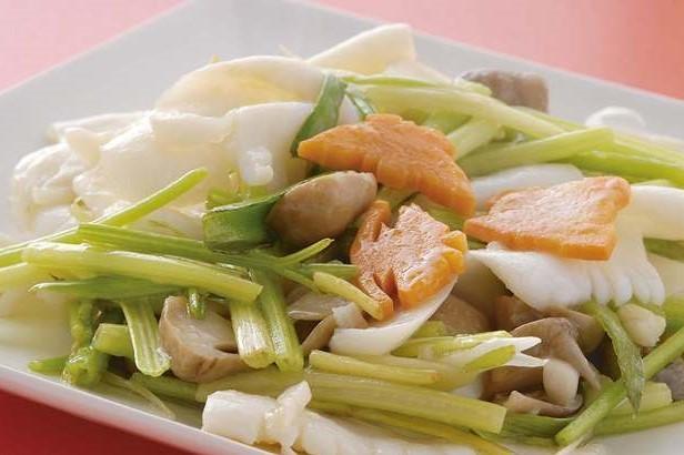芹菜炒尤魚 台湾産セロリとイカの炒め ¥799(税込¥839)