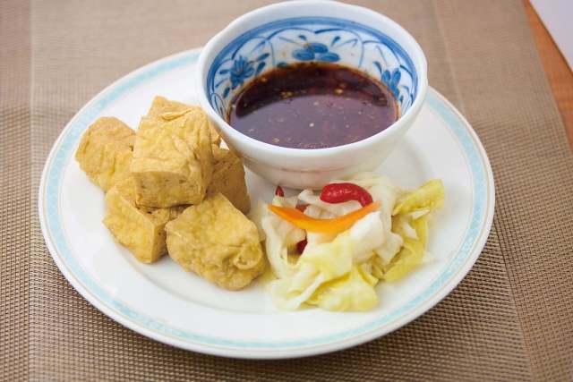 炸臭豆腐 発酵した豆腐の揚げ物 ¥599(税込629)