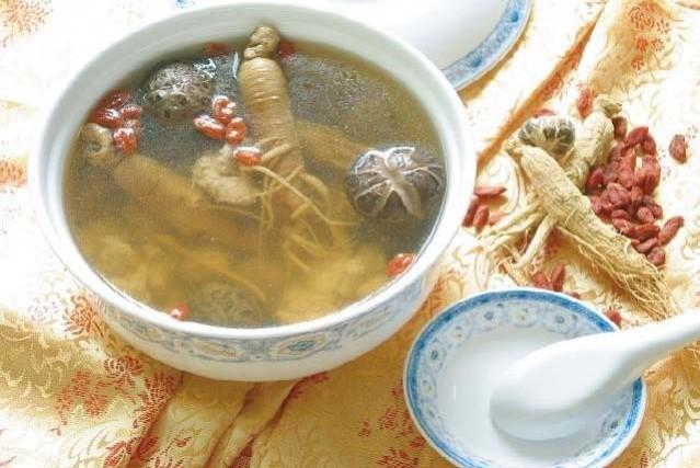 鶏湯 鶏スープ ¥800(税込\840)