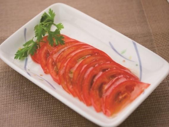 蜜汁蕃茄 トマトの はちみつかけ \299(税込\314)