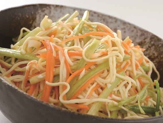 芹菜拌干絲 台湾産セロリと 押し豆腐の和え物 ¥499(税込¥524)
