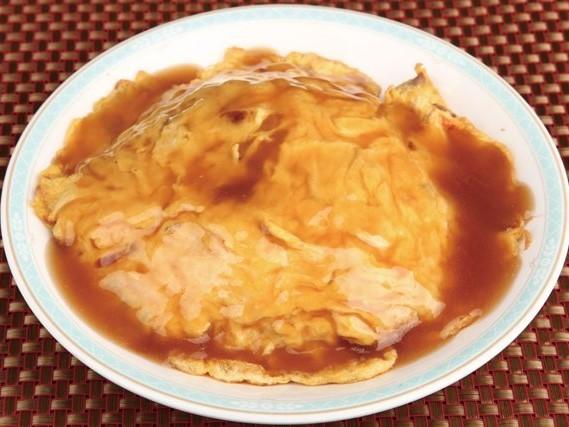 蟹肉蛋包飯 ずわいかに肉入り天津飯 ¥599(税込¥629)