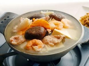 五目豆腐鍋 (白菜漬け物入り) 1、890円