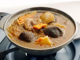 野菜と春雨の沙茶醤 煮込み鍋 1、365円